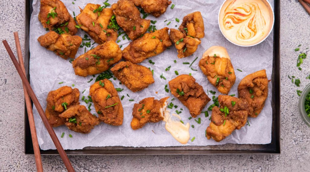 Freshly cooked crispy chicken kagaare on a tray