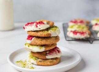 6 cookies stack on a white round plate